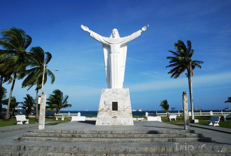 Fotka, Foto Socha Krista ve městě Colón (Panama)