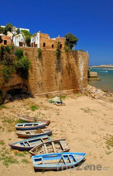 Fotka, Foto Staré loďky na břehu (Rabat, Maroko)
