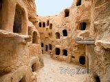 Starověké sýpky ve městě Nalut