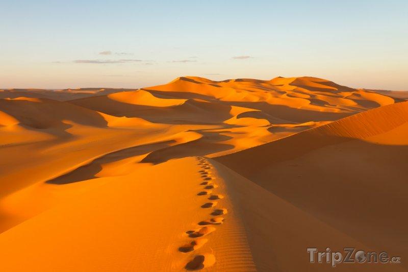Fotka, Foto Stopy v písku na poušti Murzuq (Libye)