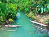 Tradiční filipínské lodě na řece