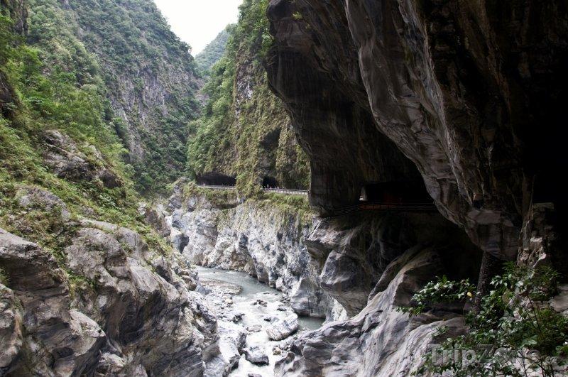 Fotka, Foto Tunel Devíti zatáček v parku Taroko (Tchaj-wan)