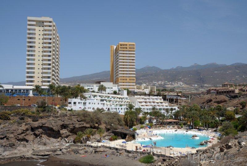 Fotka, Foto Umělá pláž u hotelového bazénu (Tenerife, Španělsko)