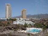 Umělá pláž u hotelového bazénu