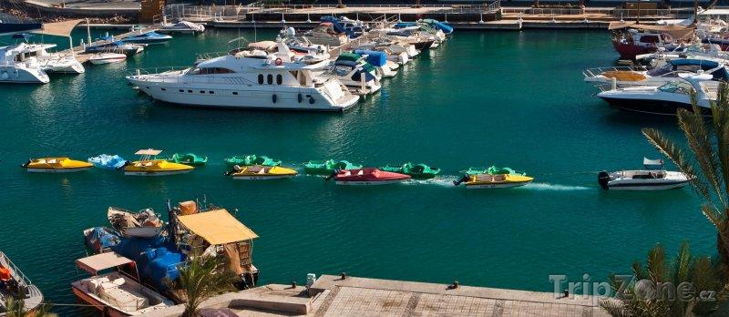 Fotka, Foto Vodní skútry a jachty v přístavu (Ejlat, Izrael)