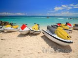 Vodní skútry na pláži