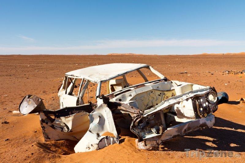 Fotka, Foto Vrak auta na Sahaře (Libye)
