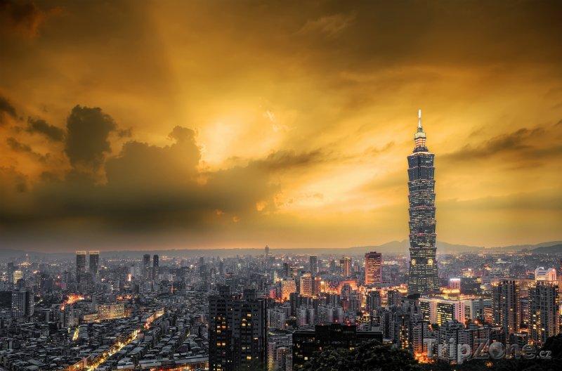 Fotka, Foto Západ slunce nad městem Taipei (Tchaj-wan)