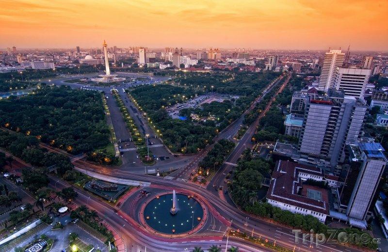 Fotka, Foto Západ slunce nad městem (Jakarta, Indonésie)