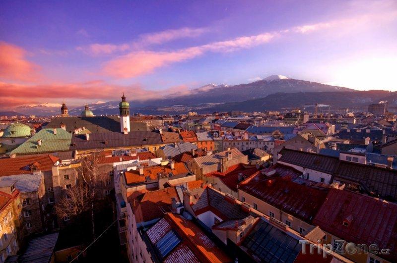 Fotka, Foto Západ slunce nad městem (Innsbruck, Rakousko)
