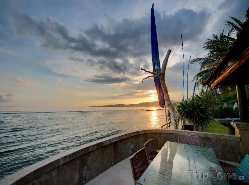 Fotka, Foto Západ slunce v letovisku Candidasa na Bali (Indonésie)