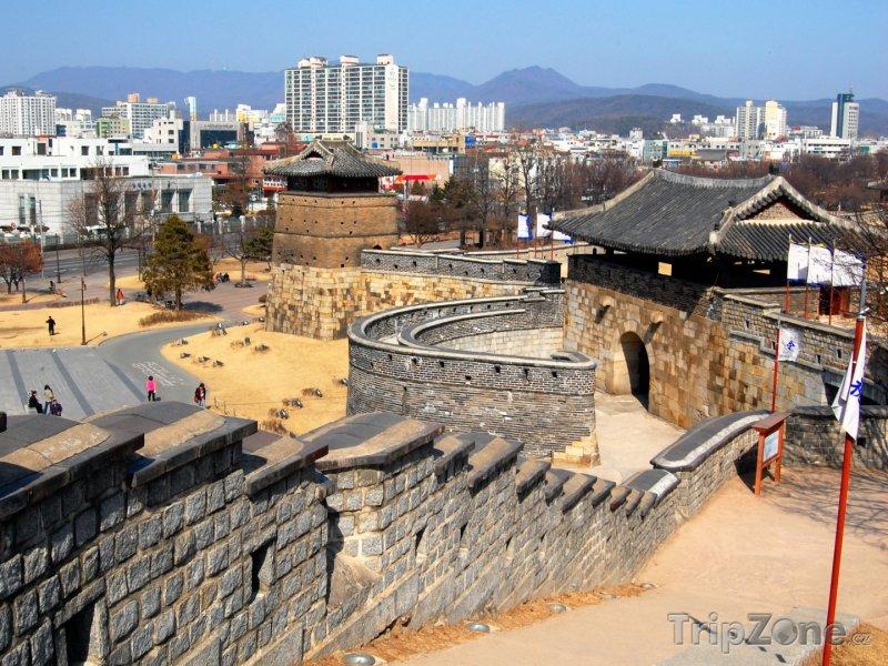Fotka, Foto Západní brána pevnosti Hwasong (Soul, Jižní Korea)