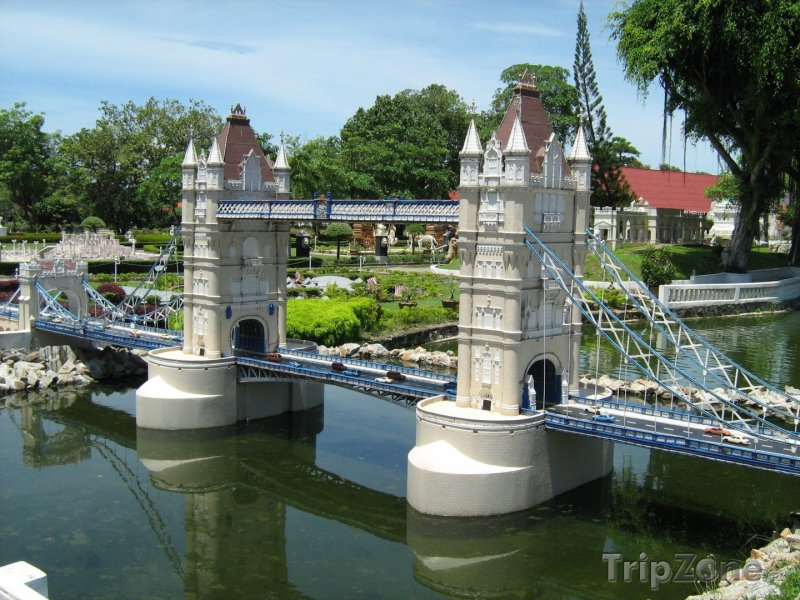 Fotka, Foto Zmenšenina Tower Bridge v Mini Siam (Pattaya, Thajsko)