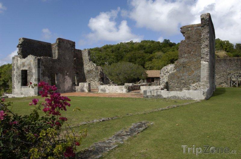 Fotka, Foto Zřícenina hradu Dubuc (Martinik)