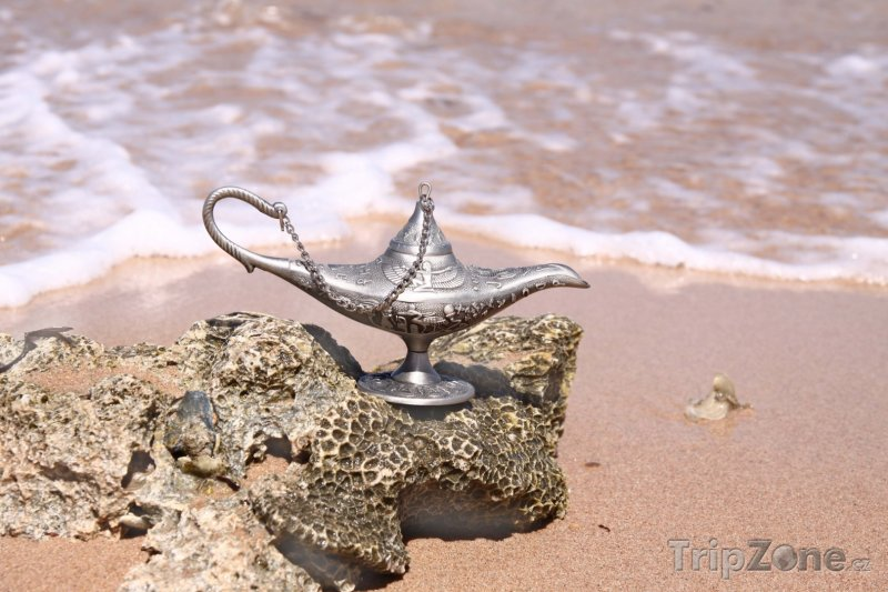 Fotka, Foto Aladinova lampa na pláži (Katar)