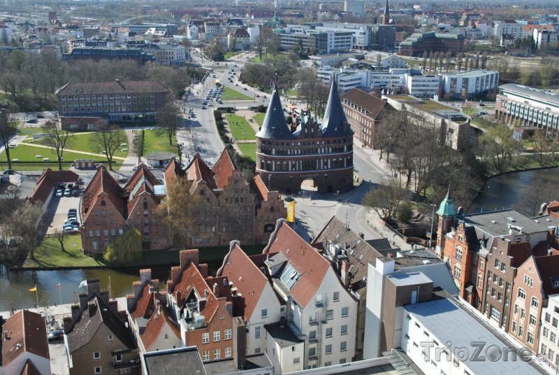 Fotka, Foto Brána Holstentor v Lübecku (Německo)