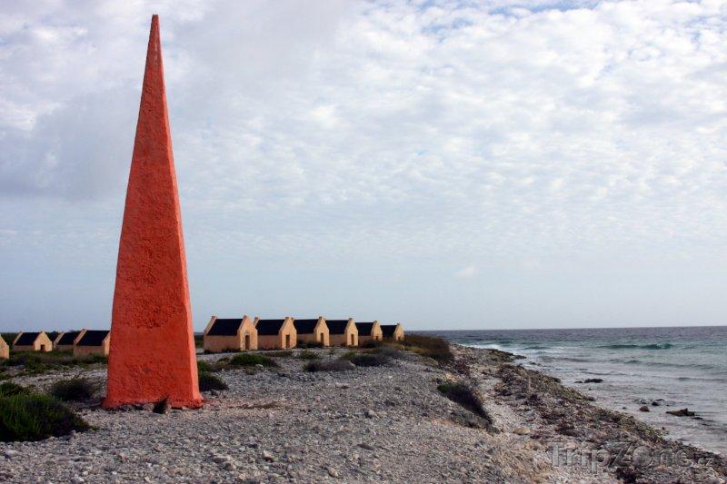 Fotka, Foto Červený obelisk otroků (Bonaire)