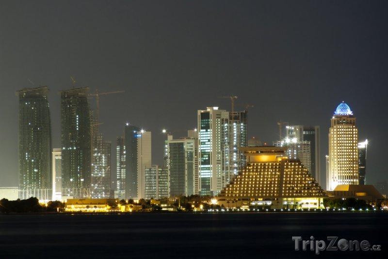 Fotka, Foto Dauhá v noci (Katar)
