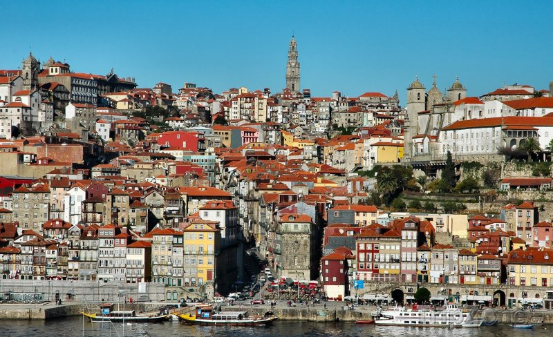 Fotka, Foto Domy na břehu řeky Douro (Porto, Portugalsko)