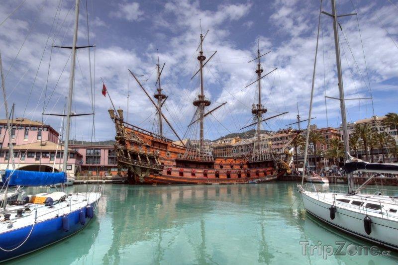 Fotka, Foto Historická loď v janovském přístavu (Janov, Itálie)