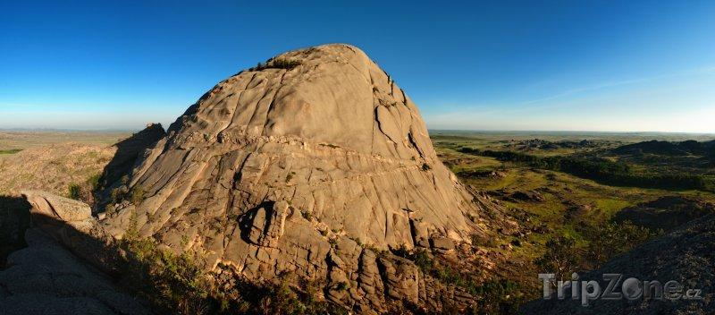 Fotka, Foto Hora Bulka v národním parku Bayanaul (Kazachstán)