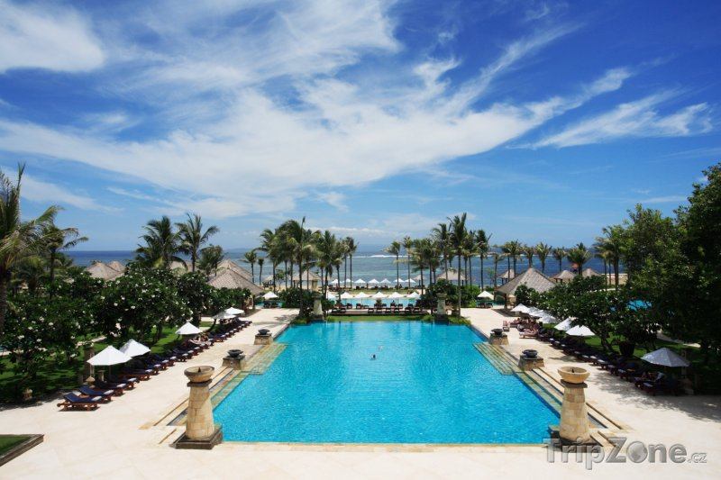 Fotka, Foto Hotelový bazén v Mataramu (Indonésie)