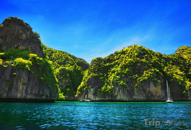 Fotka, Foto Jachta mezi útesy (Phuket, Thajsko)