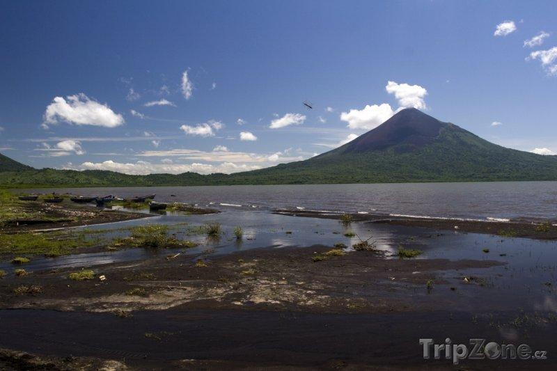 Fotka, Foto Jezero Managua a vulkán Momotombo (Nikaragua)