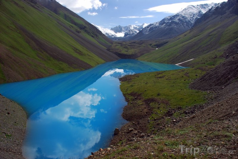 Fotka, Foto Jezírko Zhasylkol v pohoří Ťan-šan (Kazachstán)