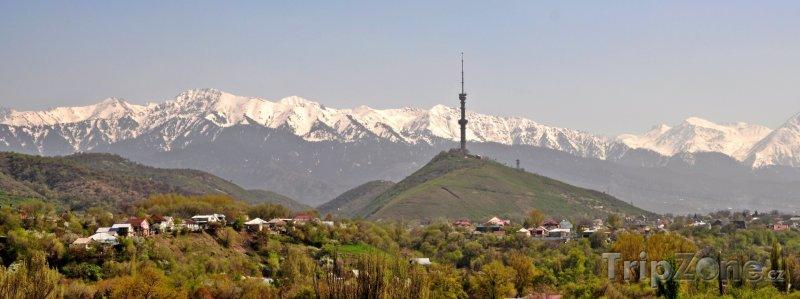 Fotka, Foto Komunikační věž na kopci Kok Tobe (Kazachstán)