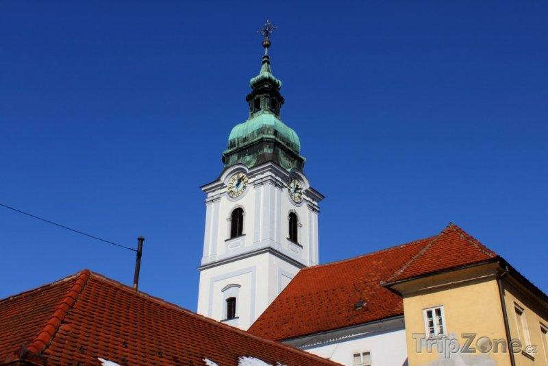Fotka, Foto Kostel v Karlovaci (Chorvatsko)