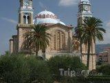 Kostel ve městě Karlovasi