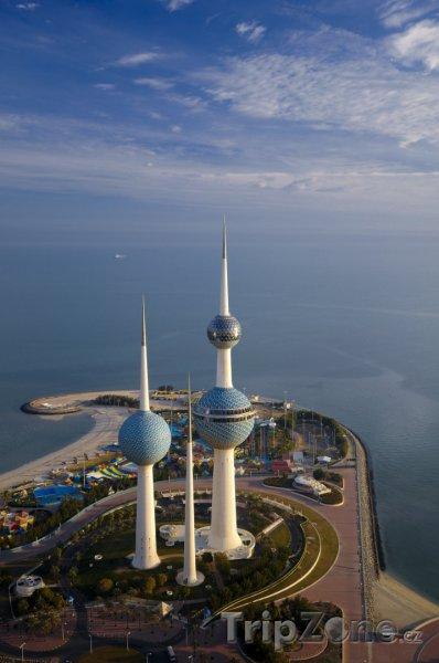 Fotka, Foto Kuwait Towers z mrakodrapu (Kuvajt)