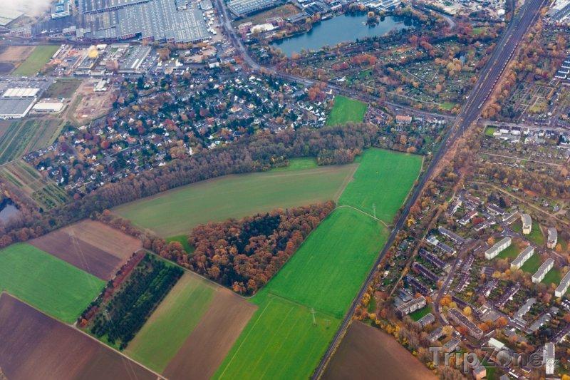 Fotka, Foto Letecký pohled na okraj města (Düsseldorf, Německo)