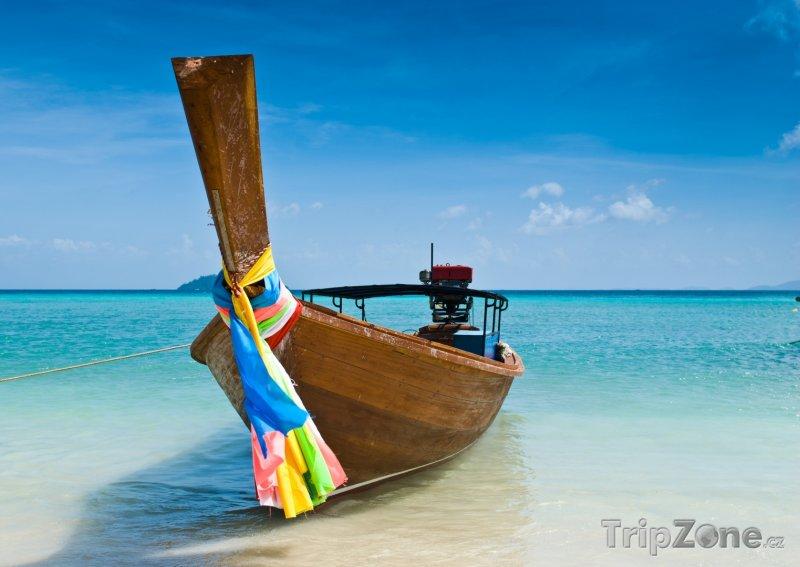 Fotka, Foto Loďka na břehu oceánu (Phuket, Thajsko)