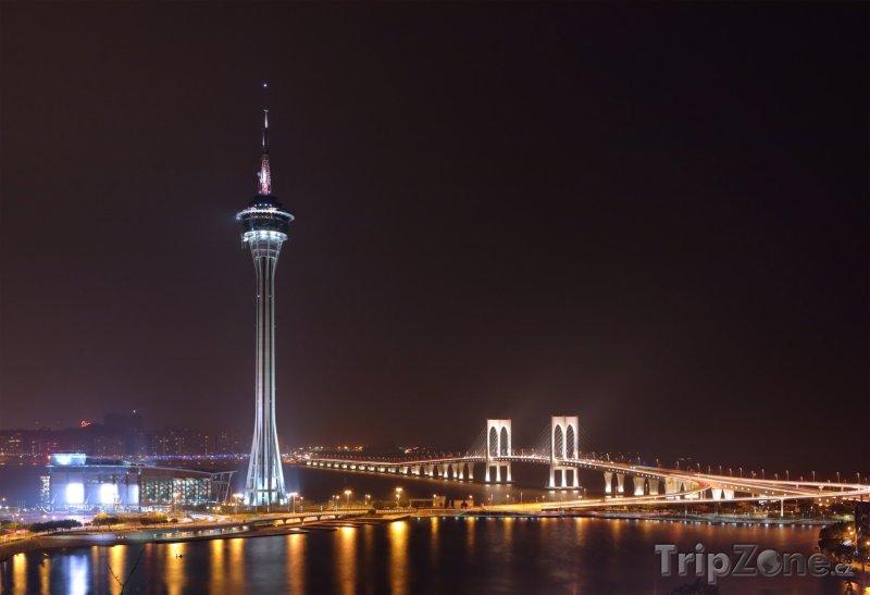 Fotka, Foto Macau Tower v noci (Macao)