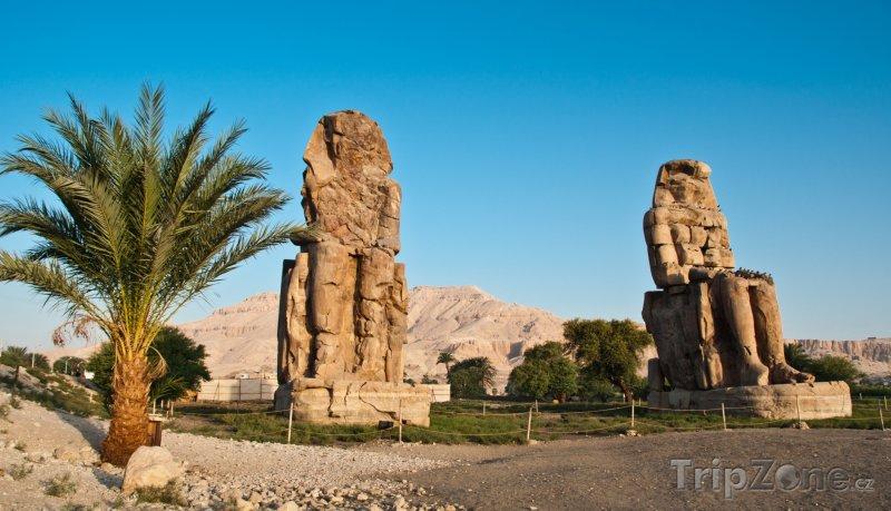Fotka, Foto Memnonovy kolosy v Údolí králů (Luxor, Egypt)