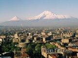 Město Jerevan a pohoří Ararat