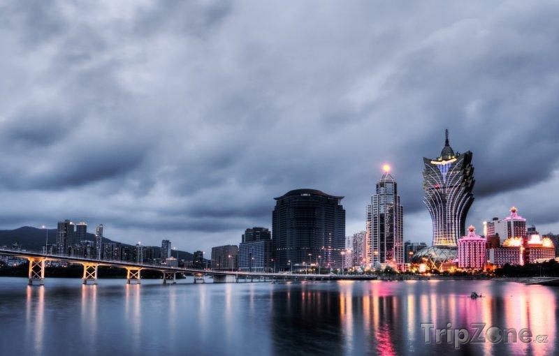 Fotka, Foto Město při soumraku (Macao)