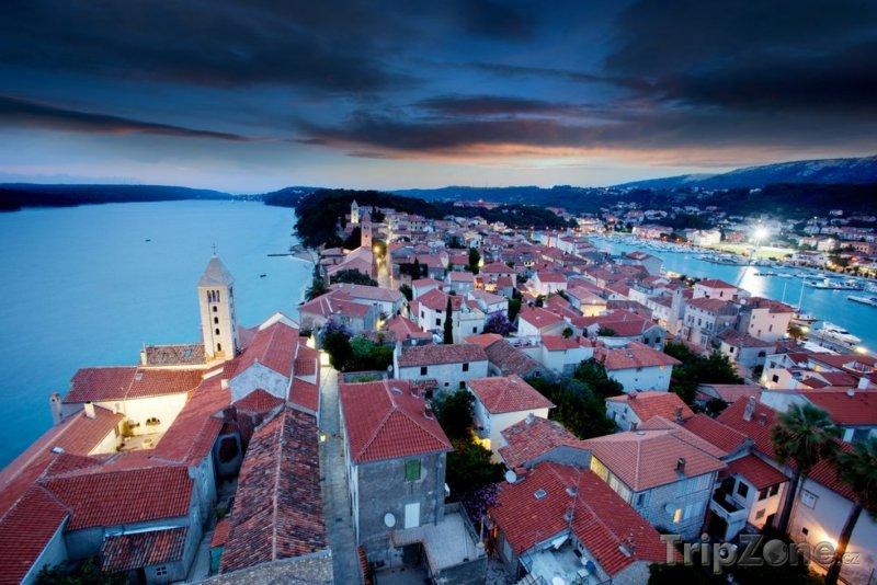 Fotka, Foto Město za soumraku (Rab, Chorvatsko)
