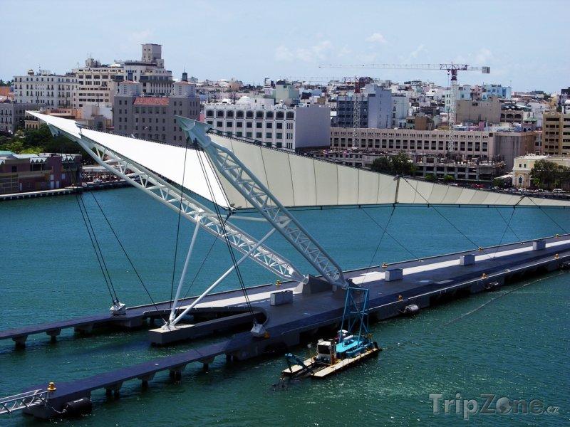 Fotka, Foto Moderní molo ve městě San Juan (Portoriko)