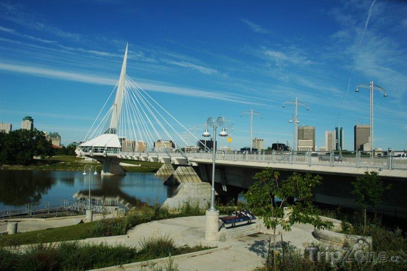 Fotka, Foto Most Esplanade Riel ve Winnipegu (Kanada)