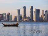 Mrakodrapy na pobřeží v Dauhá