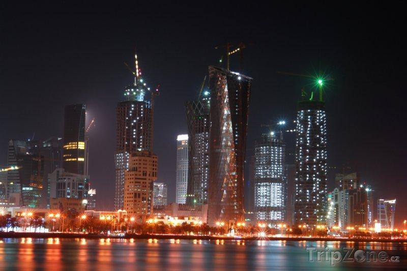 Fotka, Foto Osvětlené mrakodrapy v Dauhá (Katar)
