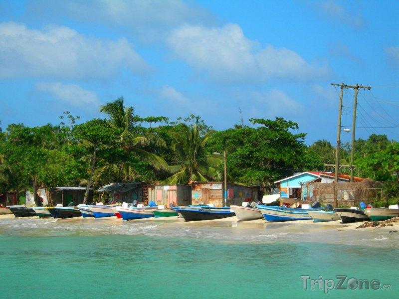 Fotka, Foto Panga, rybářské loďky na břehu (Nikaragua)