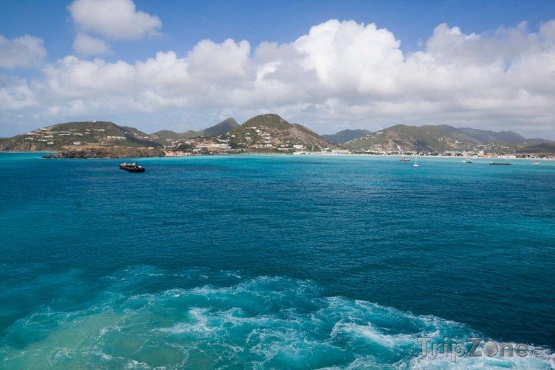 Fotka, Foto Pohled na Guadeloupe z lodi (Guadeloupe)