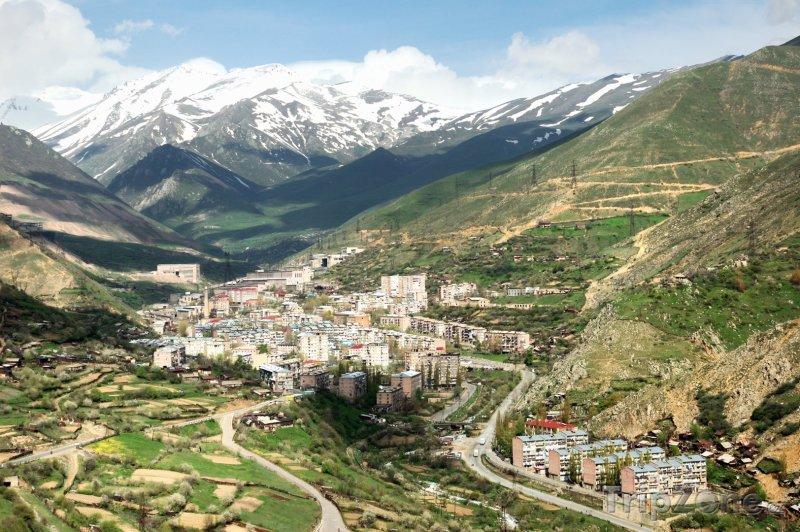 Fotka, Foto Pohled na město Kajaran (Arménie)
