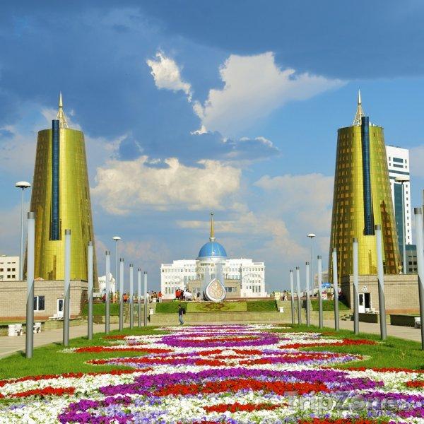 Fotka, Foto Pohled na prezidentský palác v Astaně (Kazachstán)