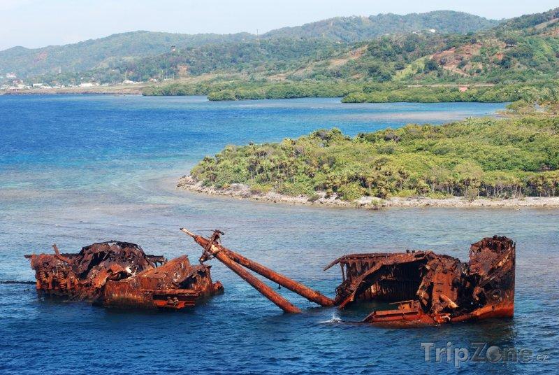 Fotka, Foto Potopená loď u ostrova Roatán (Honduras)