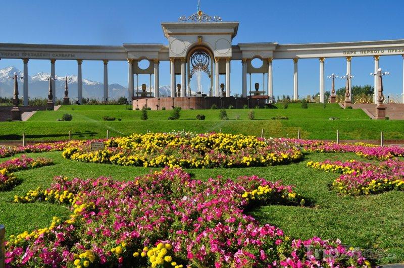 Fotka, Foto Prezidentská zahrada ve městě Almaty (Kazachstán)